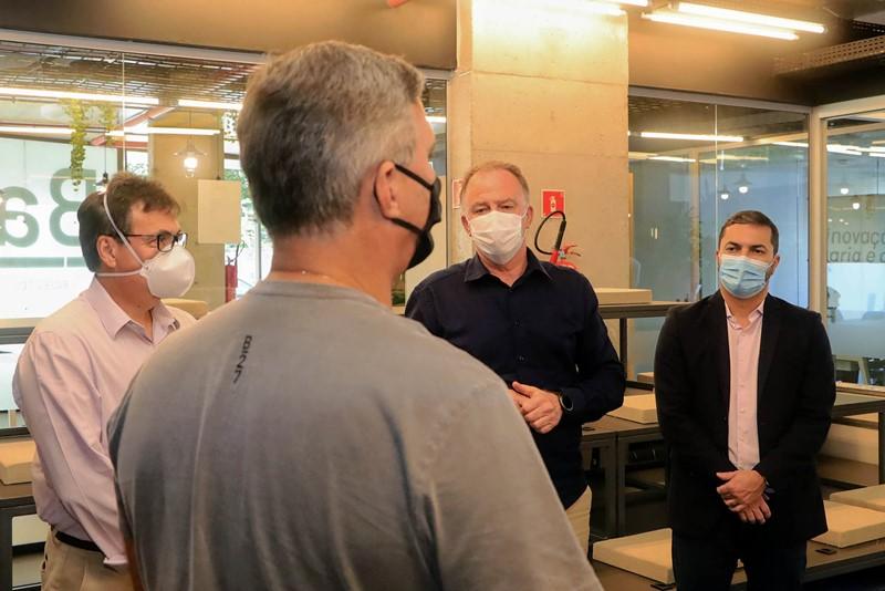 Governador visita hub de inovação nas áreas da construção civil e engenharia
