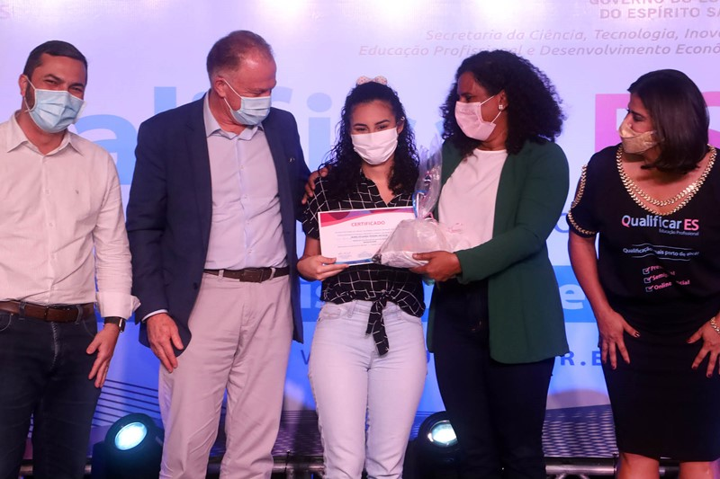 Governo do Estado realiza cerimônia de formatura dos alunos de cursos presenciais do programa Qualificar ES