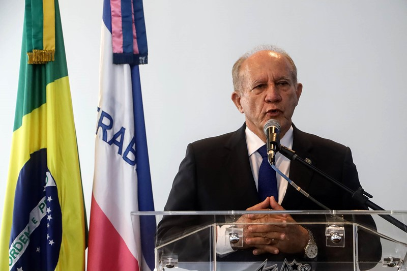 Governador assina decreto de reestruturação de forças de segurança e promoção de militares
