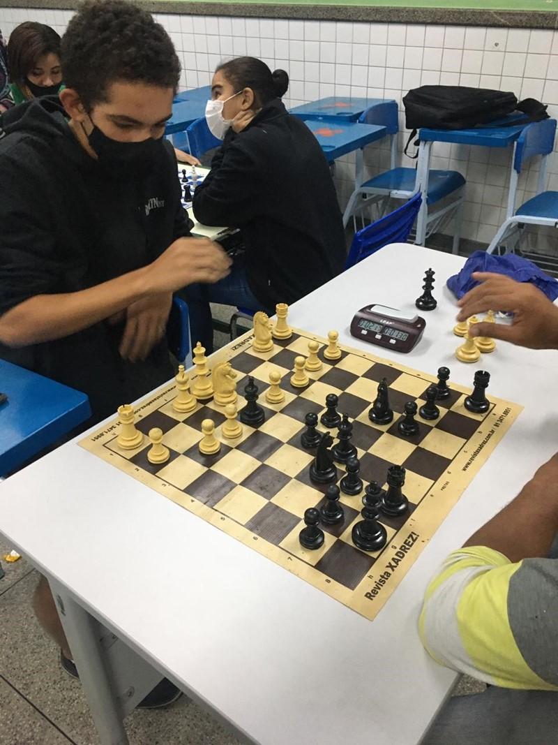 Estudantes de Colatina aprendem jogar xadrez e relacionar atividade com estratégias para vida