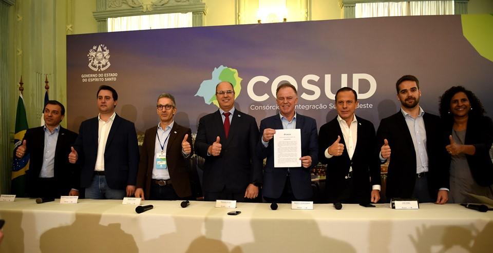 Sete governadores das regiões Sul e Sudeste participaram do Cosud em Vitória