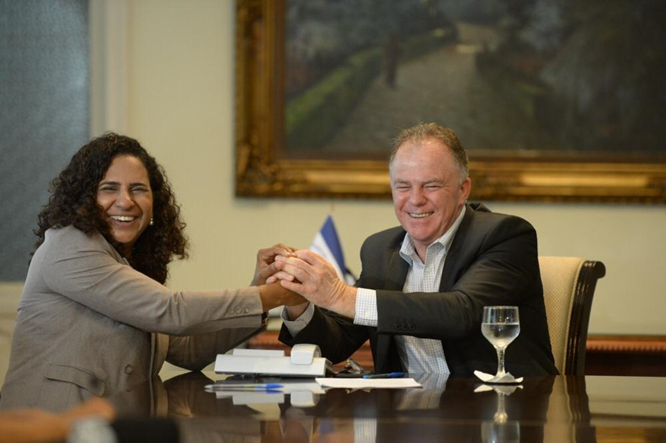 Renato Casagrande está de volta após missão internacional